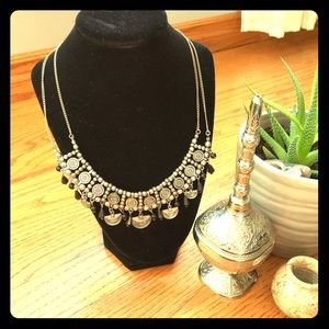Jewelry - Pretty statement necklace